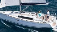 Sunsail Oceanis 31 underway